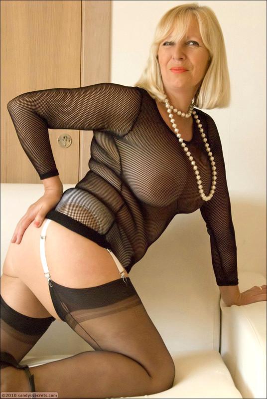 Hot naked amateur milf white panties