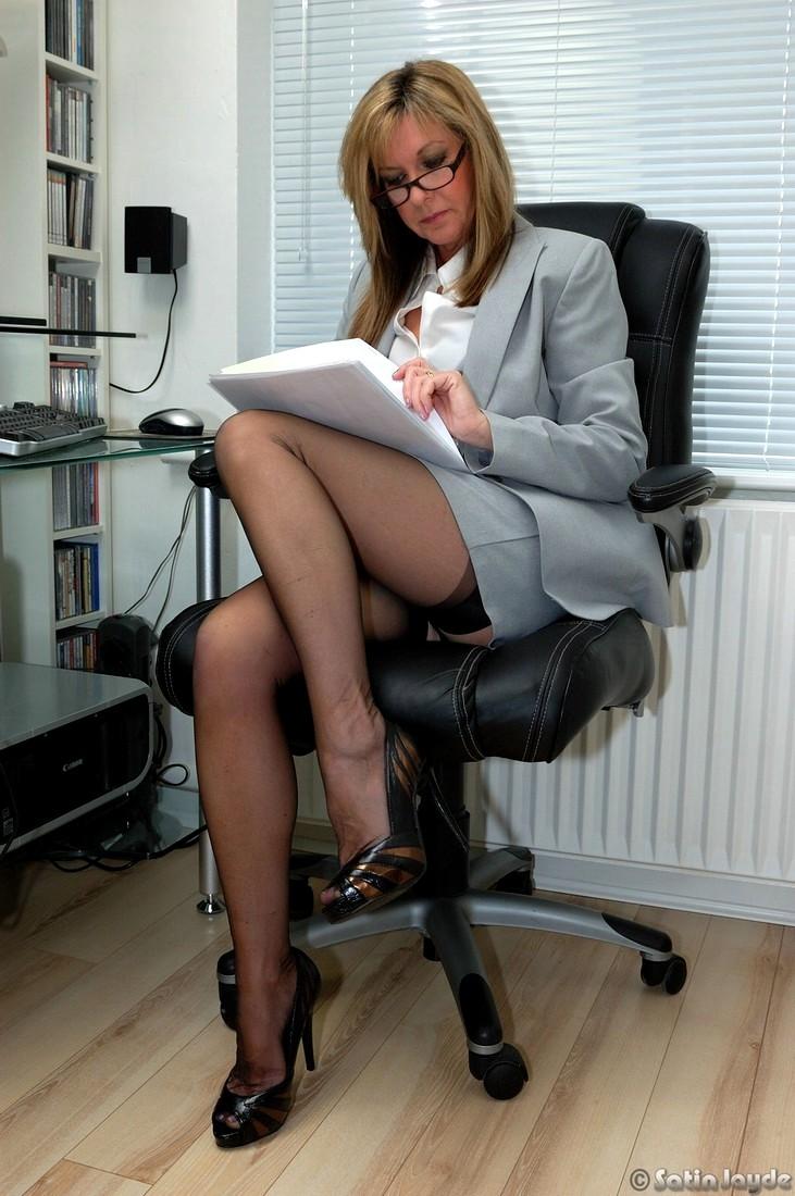 Mature secretaries