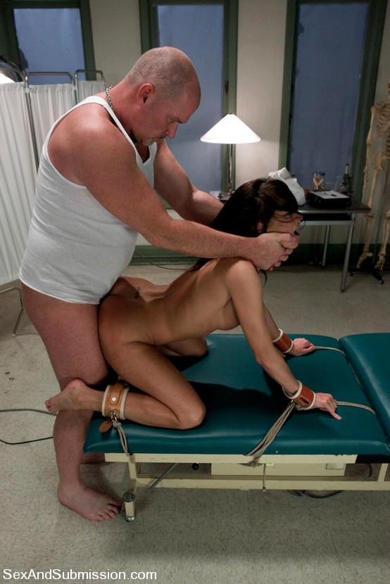 smotret-eksperiment-porno