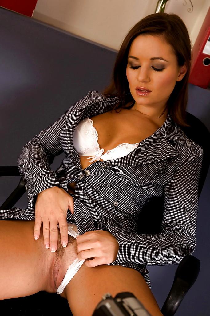 порно секретарша ласкает себя услуги такого