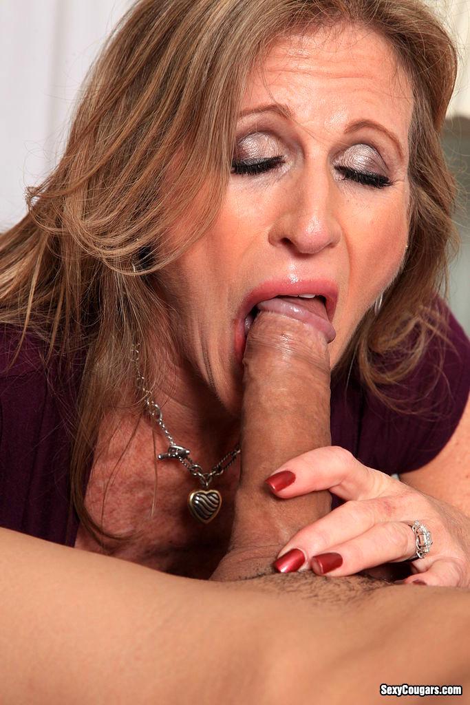 Queen b pornstar licking