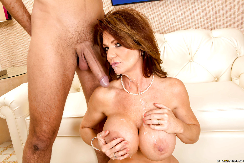 Squirting cougar deauxma jets her juice while fucking