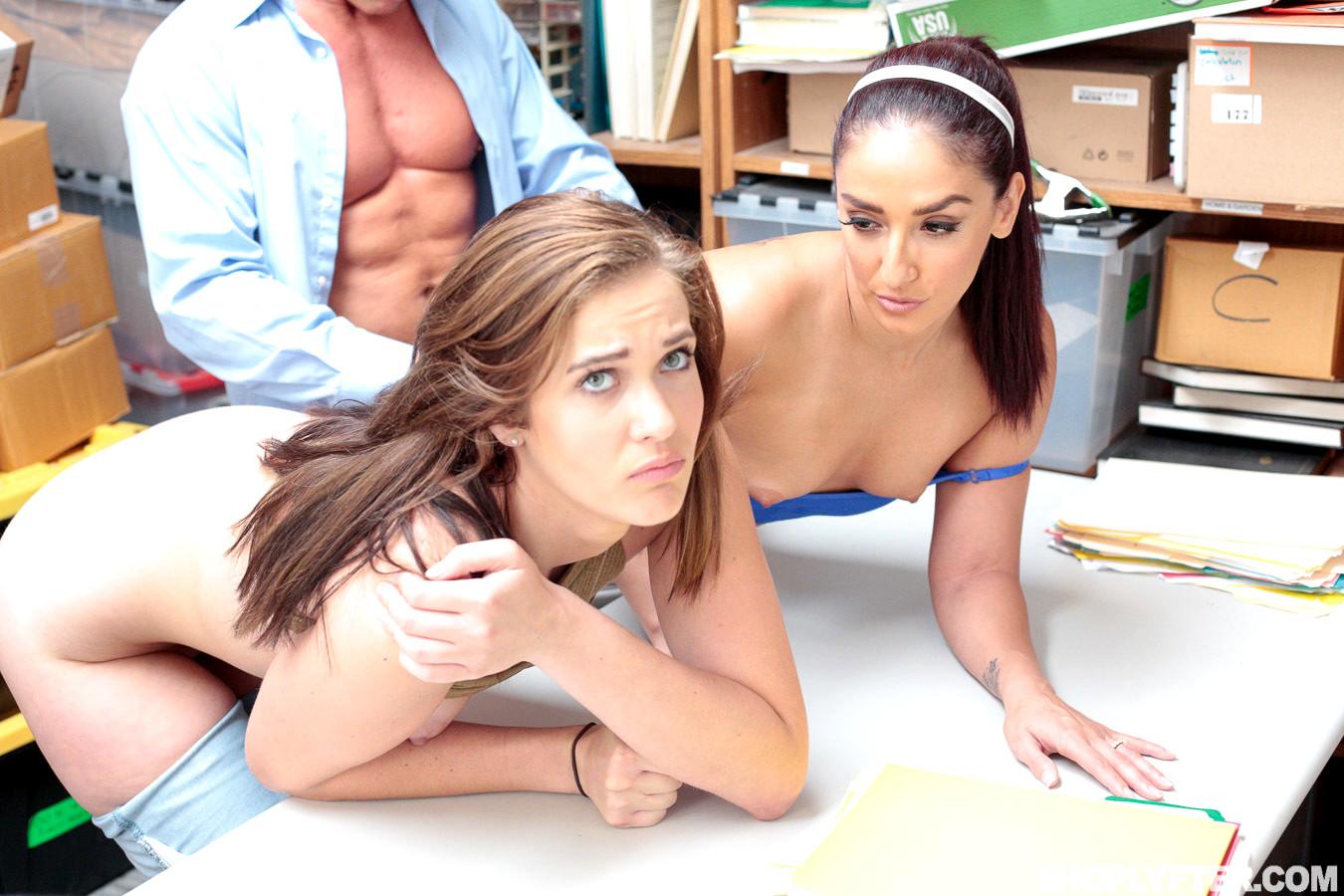 Peyton robbie threesome sex photo