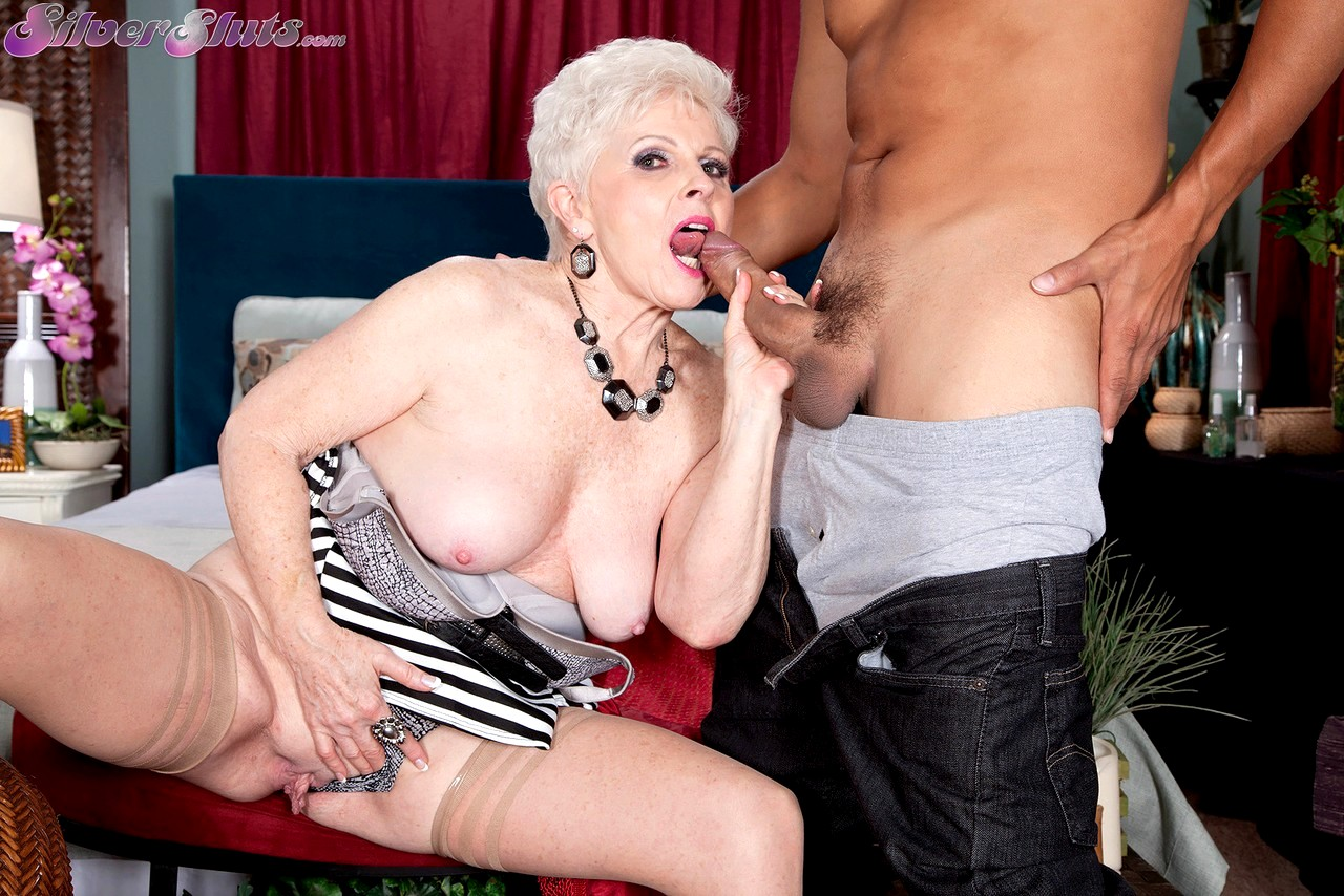 Mature mrs jewell anal