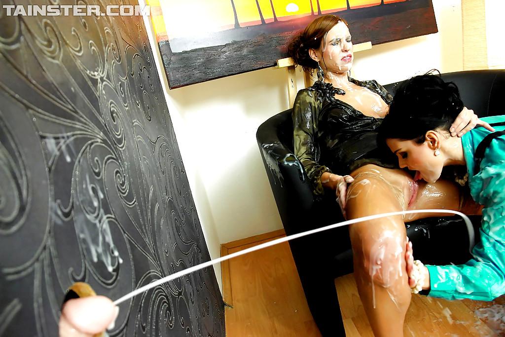 девочку показывают телки поливают друг друга искусственной спермой часто