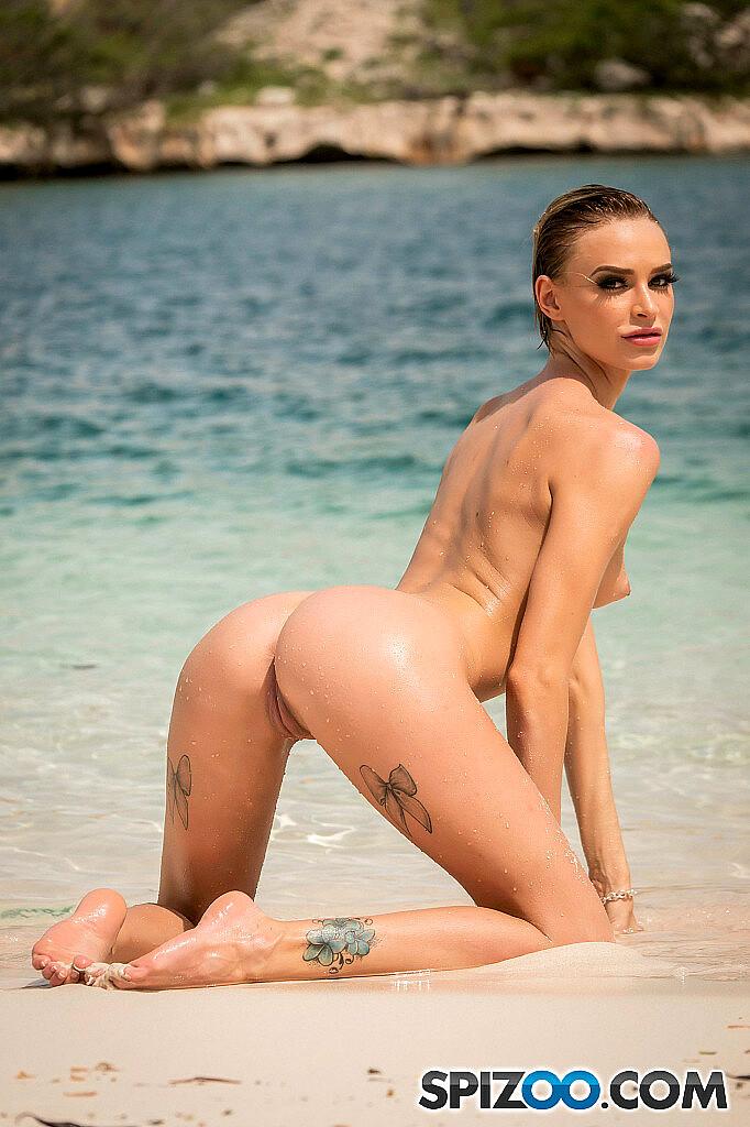 Emma Hix Nude