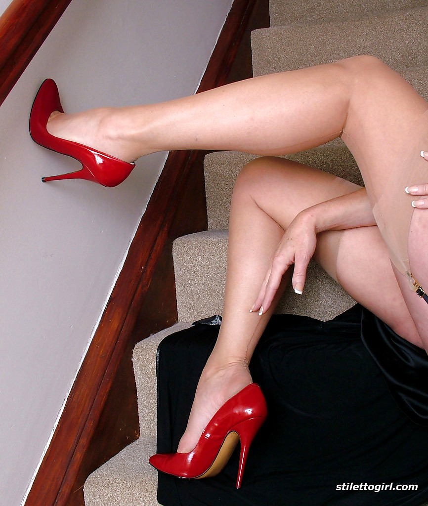 Mature lady red shows her big boobs in classic nylons and heels