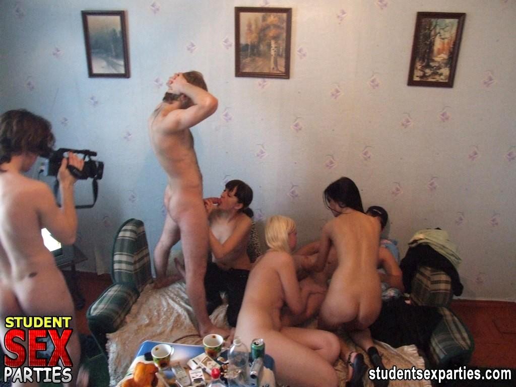 Пьяные голые студентки порно фото