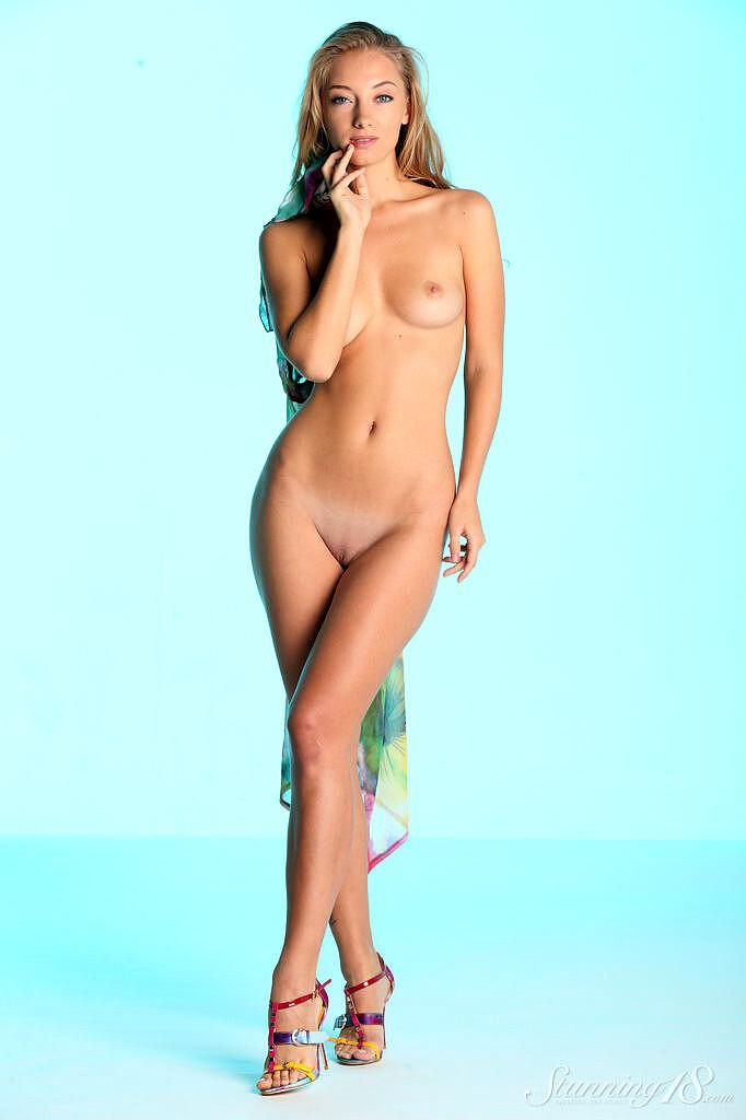 Nackt Rita Vance  Rita Ora