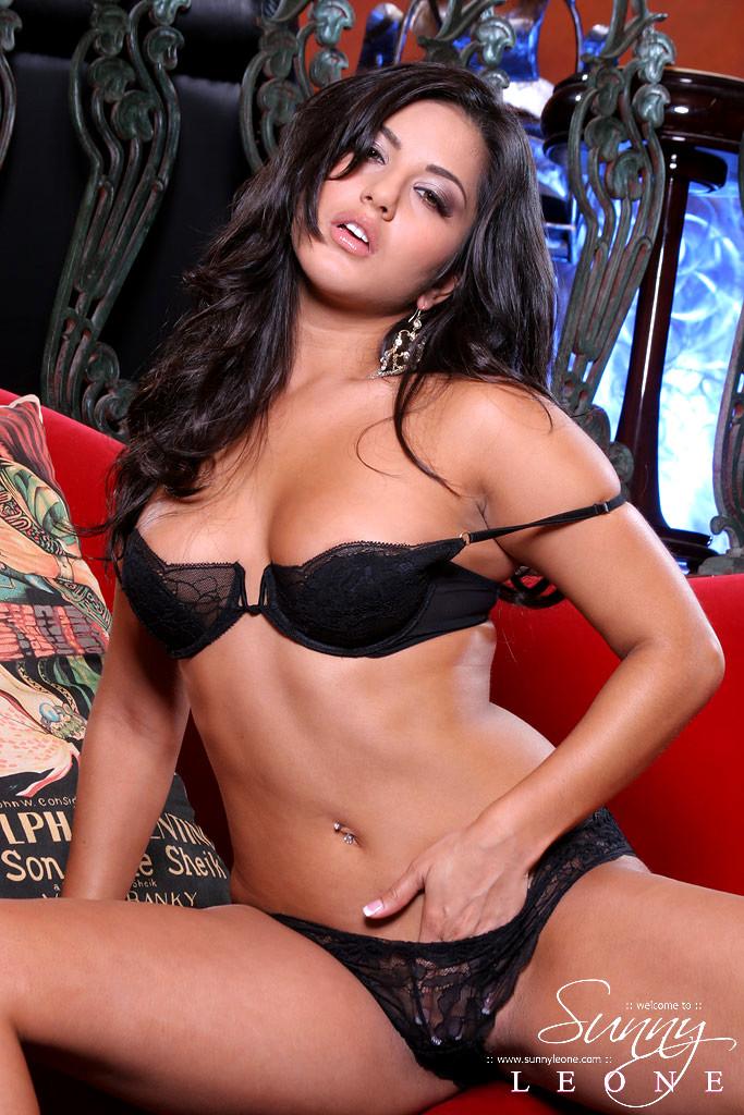Sunny Leone Sunny Leone October Car Mobilepicture Sex HD Pics
