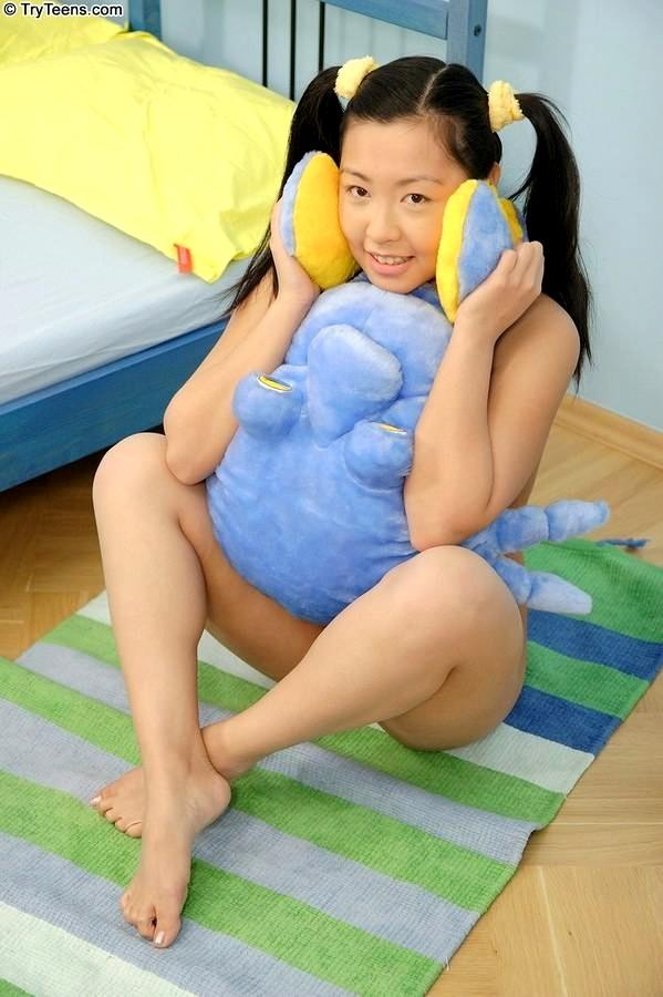 Asian Anal Riding Dildo Webcam