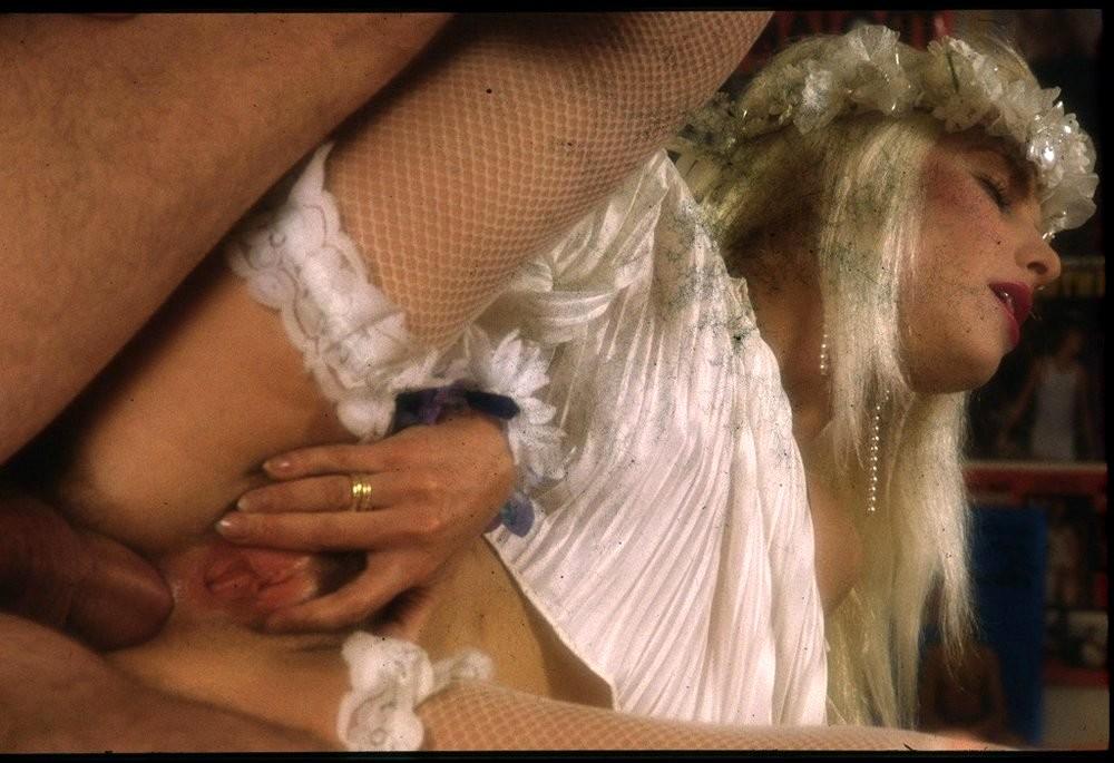 аппетитные блондинки фото порно с чичолиной пришивают матку