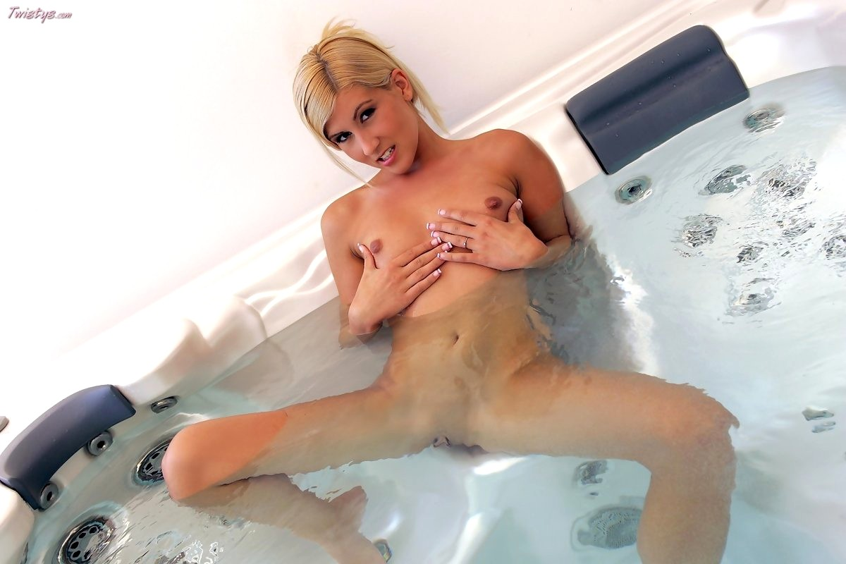 Brittney skye perfect pornstar toilet