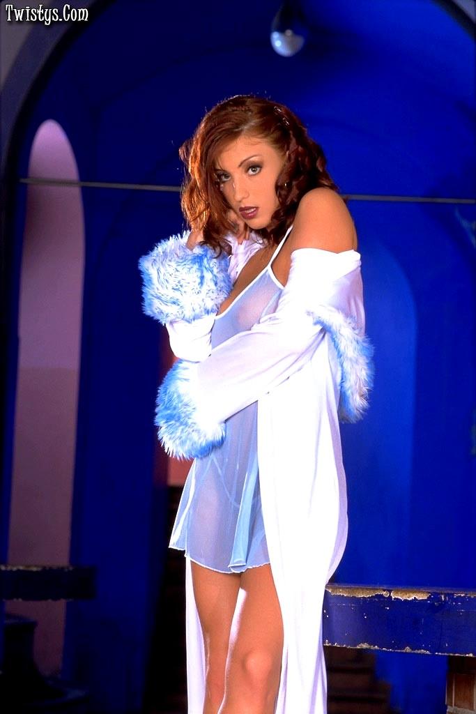 Twistys Ashley Robbins Unlocked Striptease Entertainment