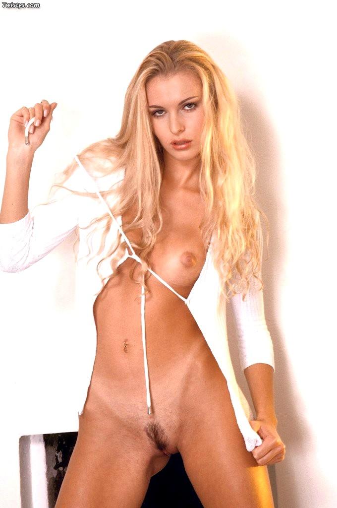Brenda Lynn  nackt