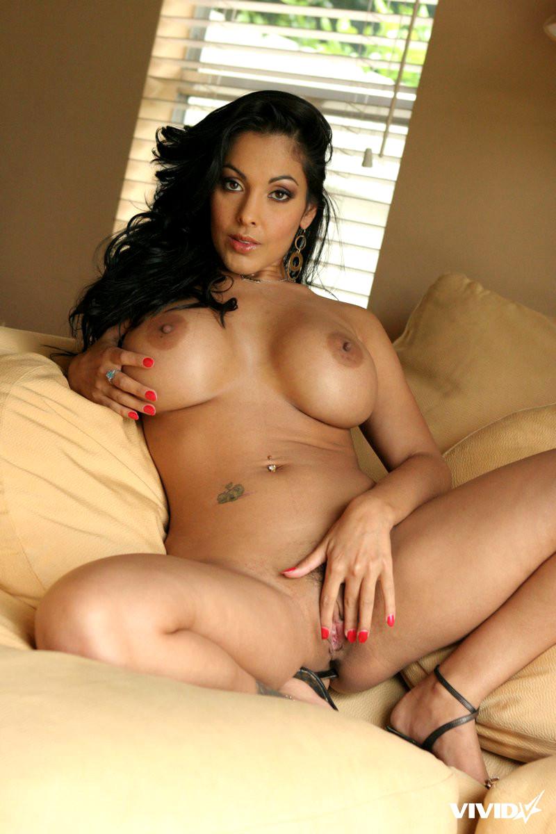 selena gomez hot and sexy pics
