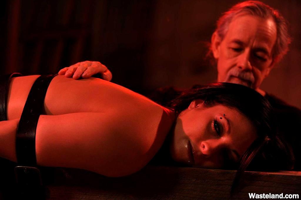 ebet-aziatku-erotika-bdsm-film