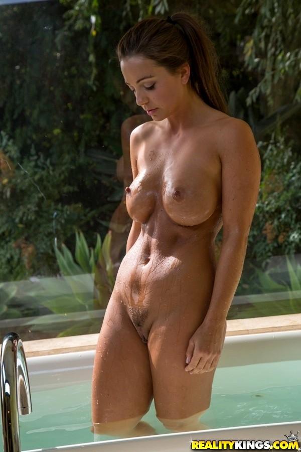 Abigail Mac Nude