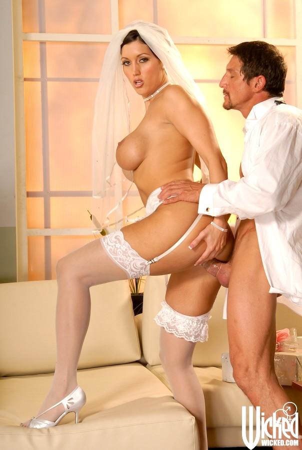 Секс С Невестой