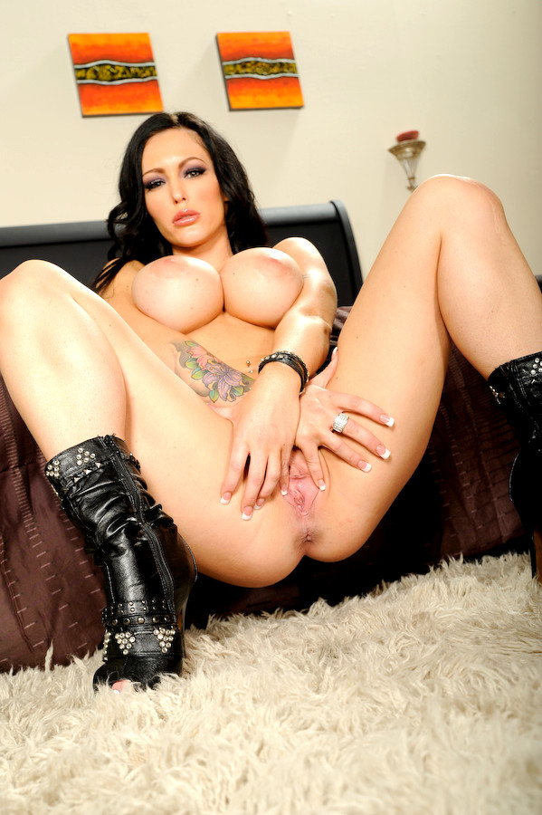 Appetizing milf in sexy lingerie jenna presley surprises with her giant porn pictures full hd