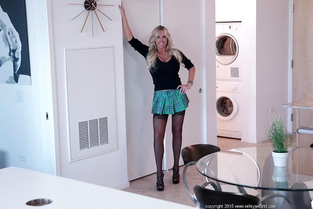 Wifeys World Sandra Otterson Notable Skirt Mobi Porno Sex