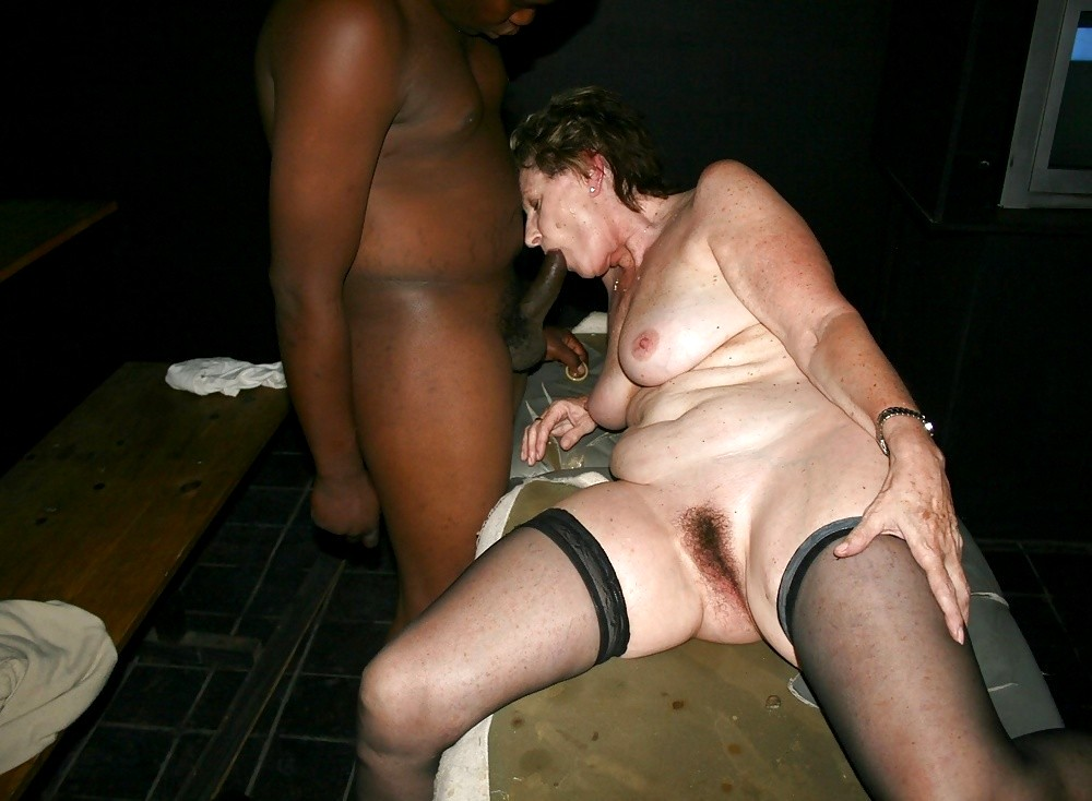 Amateur sex with older woman — pic 3