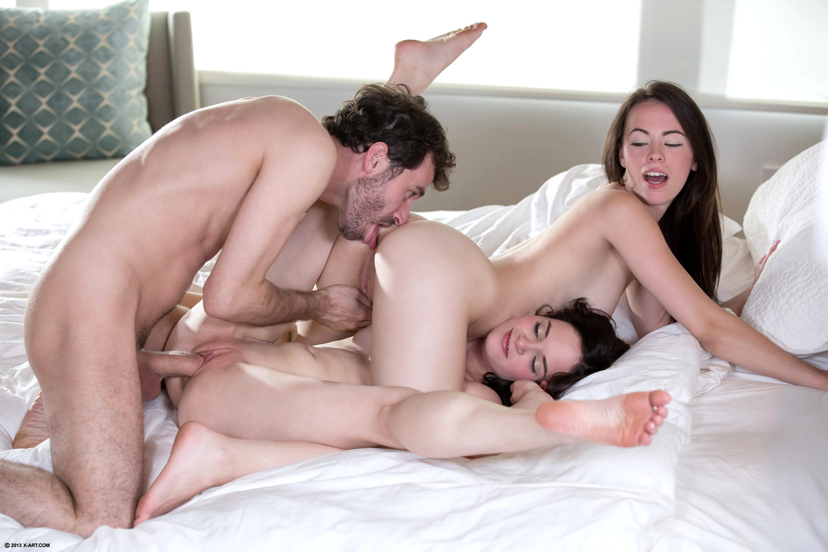 Teens share first time during threeway