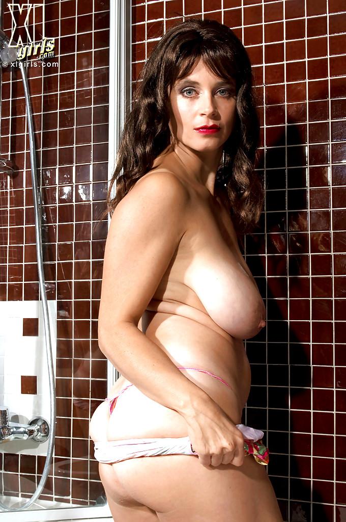 Tina tits