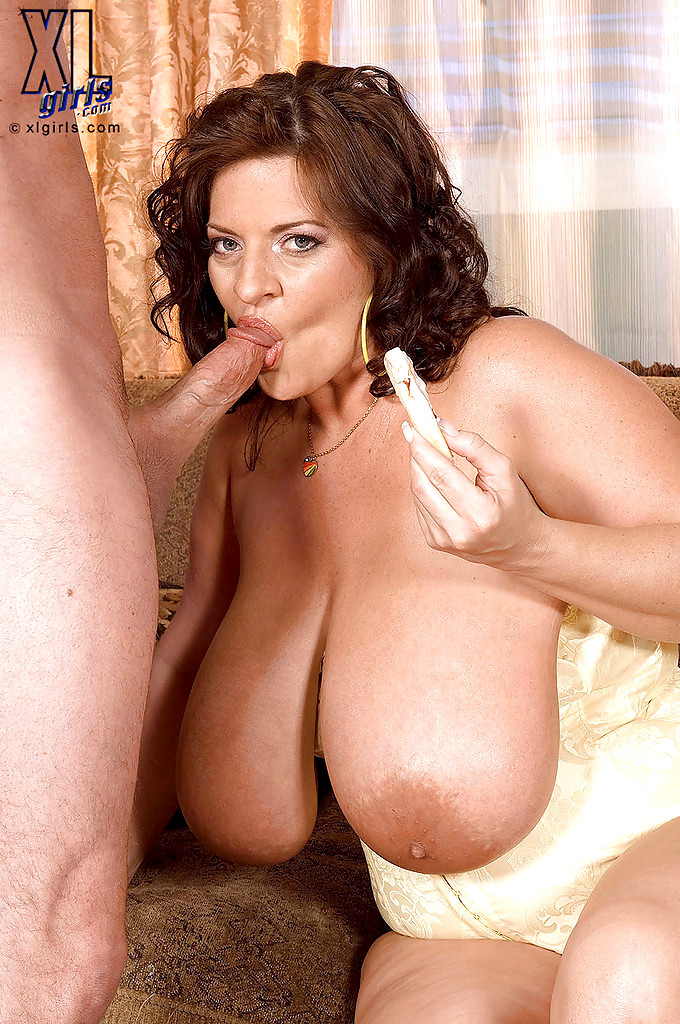 Abbey brooks fucked by tommy gunn to pay rent 9
