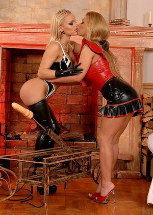 1by Day Dorothy Black Britney Tonight Lesbian Boots Machine Fotos