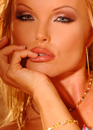 1by Day Silvia Saint Uncensored European Babes Virtual Reality