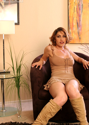 Aziani Kym In Sexy Boots Thursday Pornstar Porngram