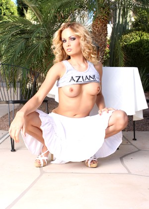 Aziani Prinzzess Sahara A Lot Of Blondes Empire
