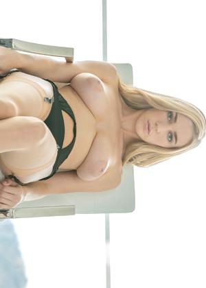 Porno video of spycam wife reluctant massage orgasm