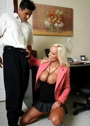Brazzersnetwork Lichelle Marie Holiday At Work Beauty
