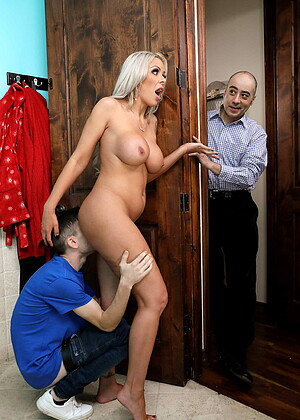 Brazzersnetwork Nina Elle Version Standing Doggystyle Bar Reuxxx