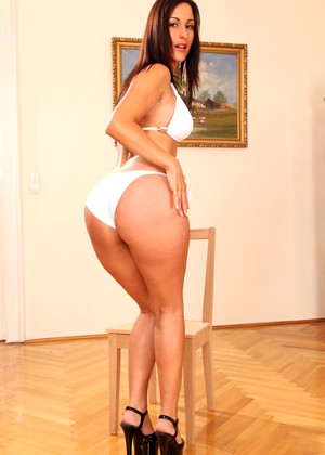 Brazzersnetwork Simone Peach Terrific Brunettes Town