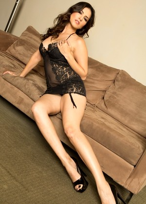 Delicious Sunny Leone Strips Her Sexy Black Lace Lingerie Off And Poses Nude Gals 1