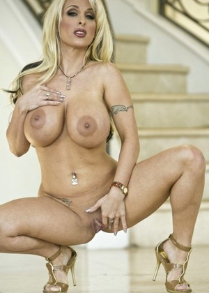 Holly Halston Striptease ClipHunter 1