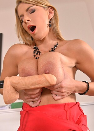 Ddfnetwork Katerina Hartlova Arcade European Facesiting Pinklips