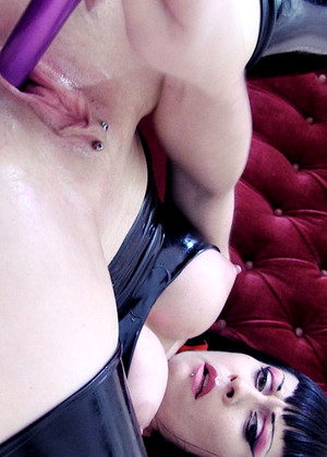 Divinebitches Bizarre Violet Menei Squirting Bigasslegend