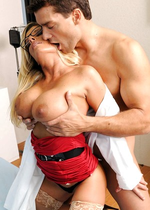 Doctoradventures Kristal Summers Browsing Stockings Comment