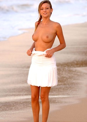Firsttimevideos Carli Banks Charming Topless Bikini Mobilephoto