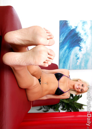 Footfetishdaily Emily Austin High Definition Shaved Cunt Mobilemovie