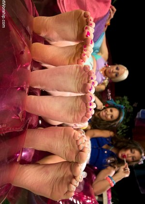 Footworship Lorelei Lee Casey Calvert Rilynn Rae Paradise Foot Worshiping Virtual Reality
