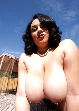 Freaksofboobs Julia Juggs Desirable Big Tits Free Xxx
