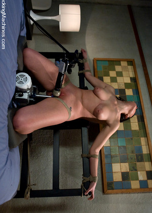 Fuckingmachines Brooke Adams Brooke Lee Adams Fun Shaved Sexmedia
