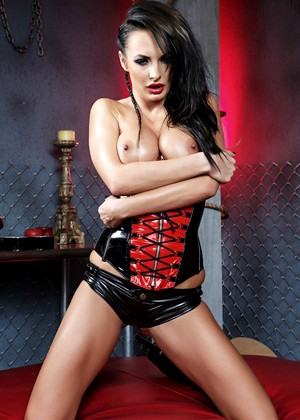 Tall Femdom Alektra Blue Loves Posing In Her Sexy Leather Corset And Boots Thefappening Pro 1