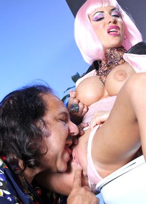 analniy-seks-porno-parodii-smotret-onlayn-ledi-gaga-prislugoy-smotret-video