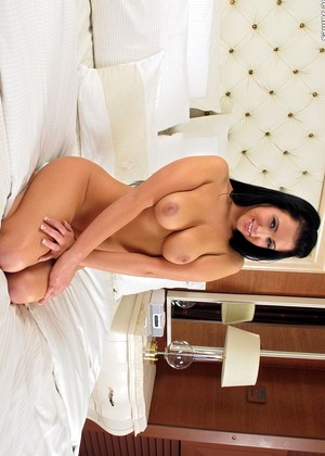 Inthecrack Chloe James Traditional Shaved Lady Sex HQ Pics